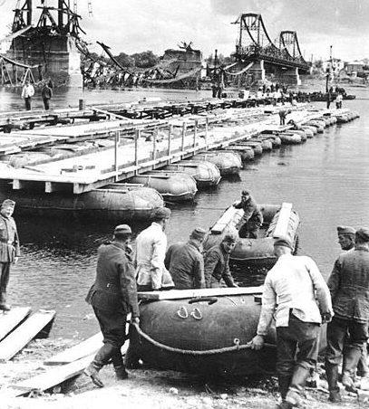 Понтонный мост на базе лодок Gross Flosssaecke