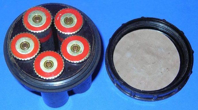Сигнальные патроны калибра 26,5-мм красного огня в бакелитовой упаковке