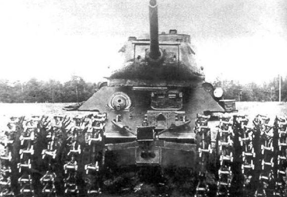 Катковый трал ПТ-3 на танке Т-34-85