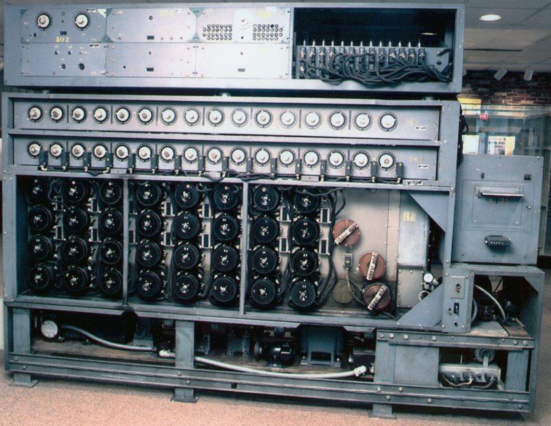 Фрагмент восстановленной американской версии криптоаналитической машины «Bombe»