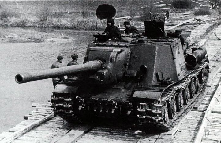 ИСУ-122 на мосту из парка ТМП