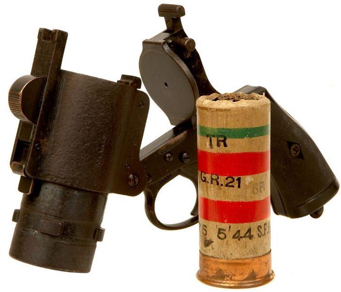 Ракетница 37-мм калибра «Webley & Scott №4» и патрон с двумя красными и одной зеленой звездкой