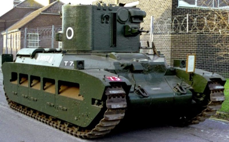 Прожекторная установка CDL на танке Matilda