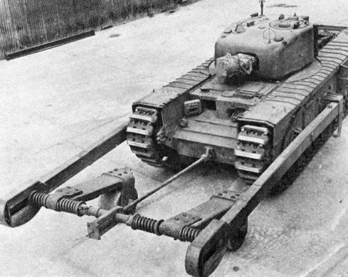 Танк Mk-IV «Churchill» с минным тралом CIRD