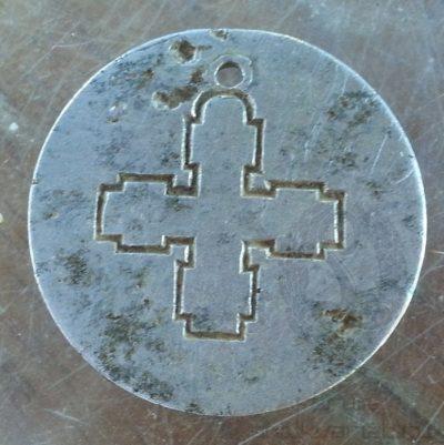 Алюминиевый опознавательный знак раннего образца.
