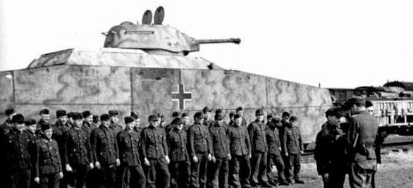 Бронепоезд №52 «Blucher», вооружённый башнями с советских танков Т-34 и Т-70