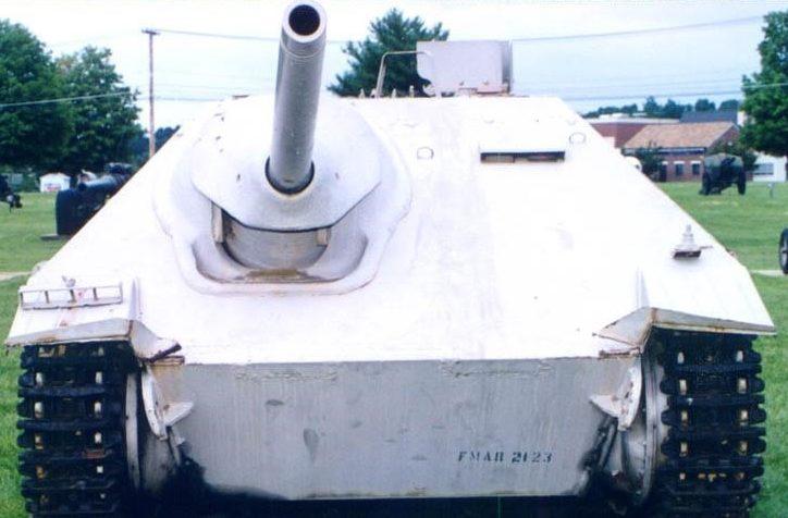 Огнеметный танк Flammpanzer 38(t) Hetzer, вид спереди