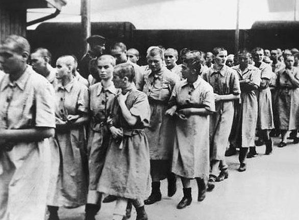 Женщины в Освенциме, отобранные для лагерного борделя