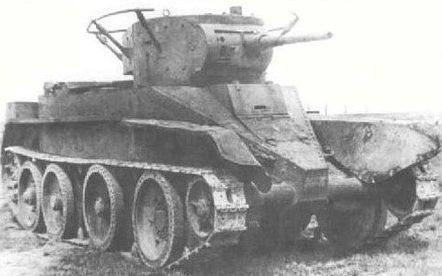 Лёгкий колёсно-гусеничный танк БТ-5: с поручневой антенной