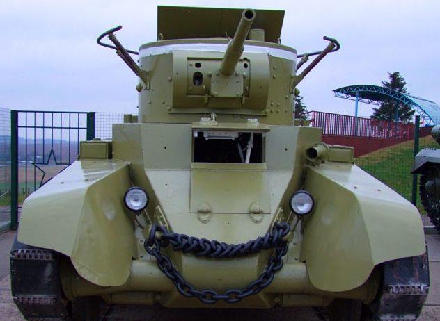 Лёгкий колёсно-гусеничныйтанк БТ-7