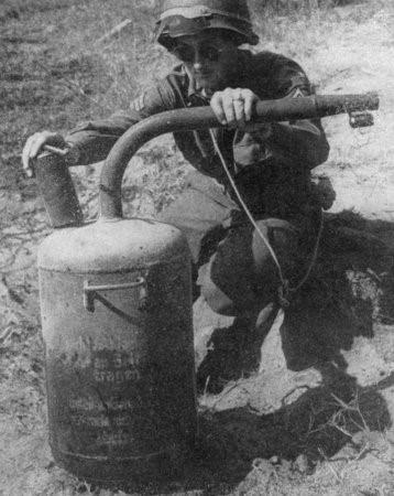 Фугасный огнемет Abwehr Flammenwerfer 42