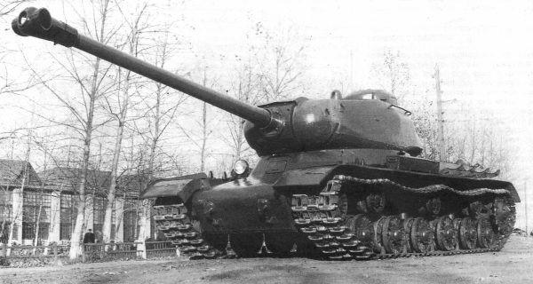 Тяжелый танк ИС-1