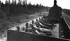 Платформа бронепоезда с пехотой