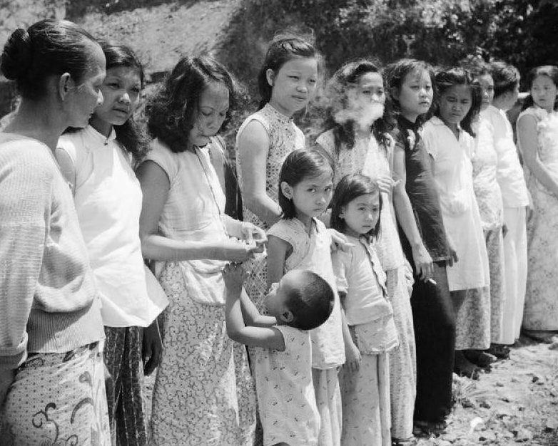 Малайские девушки, насильно вывезенные японскими военными для работы на «станциях утешения». 1945 г.