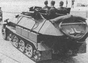 Самоходный огнемет mittlerer Flammpanzerwagen (Sd. Kfz.251/16).