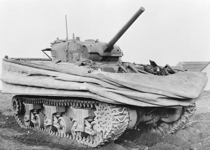 Плавающий танк Sherman DDсо сложенным экраном