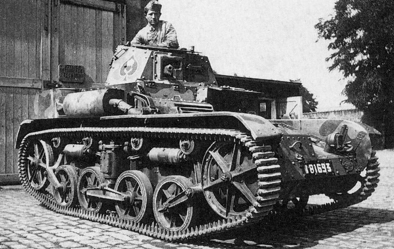 Легкий танк AMR 33 (VM).