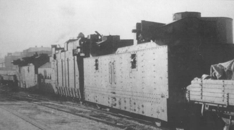 Бронепоезд № 2 с легкими бронеплощадками ПЛ-35 и бронепаровозом ПР-35