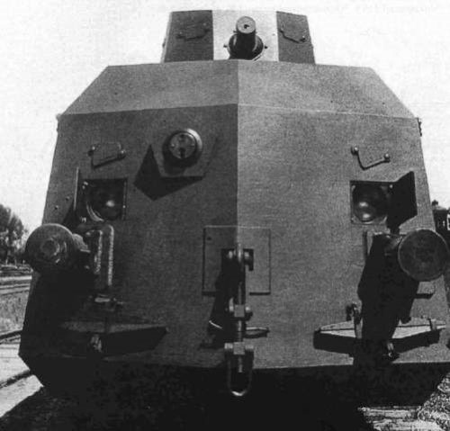 Бронедрезина-транспортер ДТР. Вид спереди