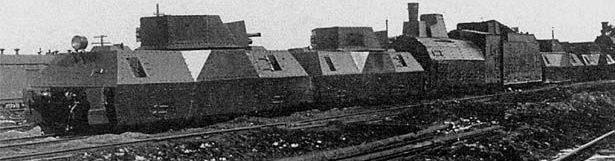 Бронепоезда типа ОБ-3. Слева - «Полководец Суворов» №707