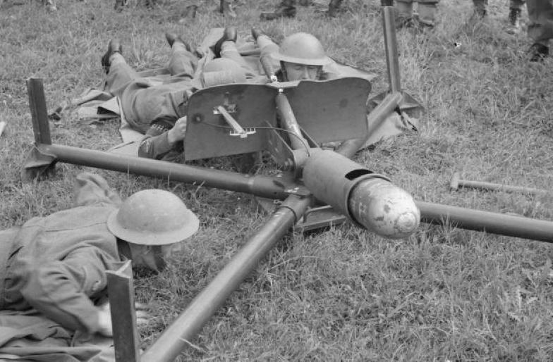 Противотанковый гранатомет Blacker Bombard на станке