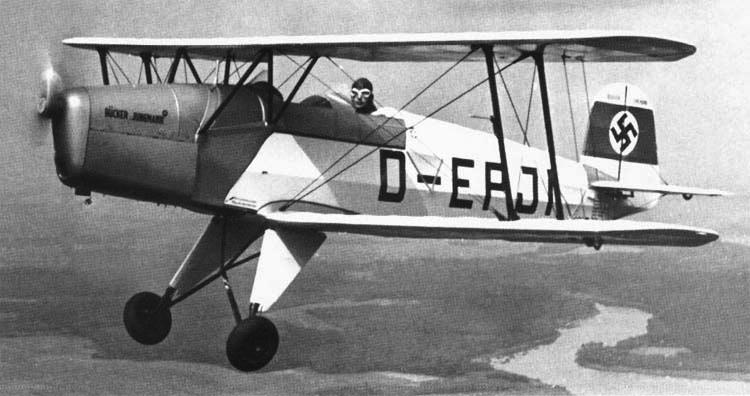 Учебно-тренировочный самолет Bucker Jungmann Bu-131