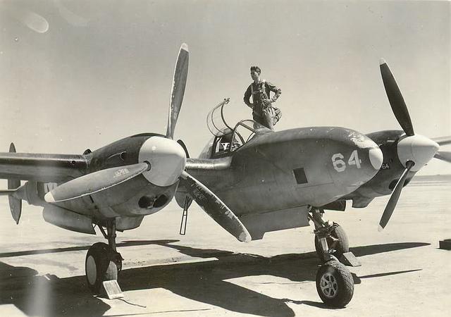 Разведчик Lockheed F-4