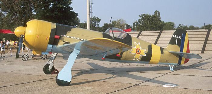 Истребитель IAR-80