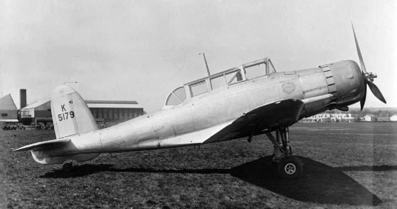 Палубный истребитель –бомбардировщик Blackburn Skua