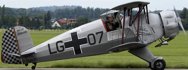 Учебно-тренировочный самолет Bucker Jungmeister BU-133