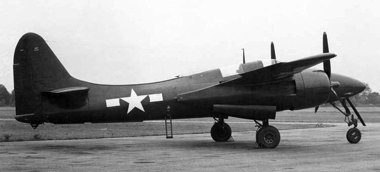 Палубный истребитель Grumman F-7F-2N Tigercat.