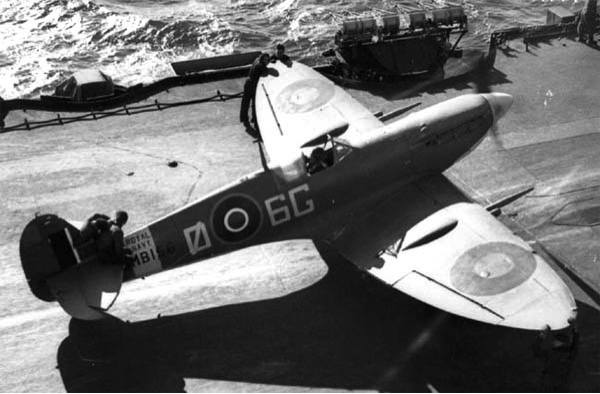 Палубный истребитель Supermarine Seafire Seafire Mk-IIC