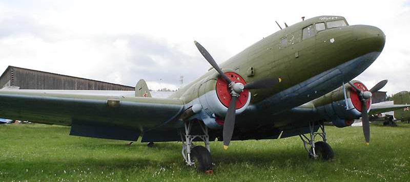 Средний транспортный самолет Ли-2