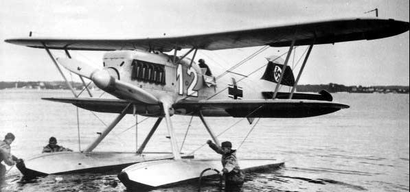Истребитель Heinkel He-51 с поплавками