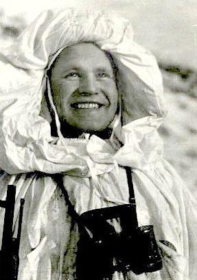 Зайцев Василий Григорьевич. 242 победы. Родился в Оренбургской области, охотник. Капитан. Снайпер в 1942-1943 гг. Во время Сталинградской битвы с 10 ноября по 17 декабря 1942 г. уничтожил 225 солдат и офицеров противника, включая 11 снайперов. После ранения в 1943 г. до конца войны возглавлял школу снайперов.