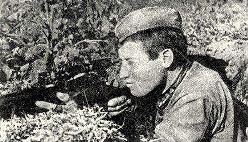 Сурков Михаил Ильич. 702 победы. До войны – таежный охотник в Красноярском крае. Старшина, воевал с 1941 г. После 2-го ранения в 1943 г. был демобилизован.