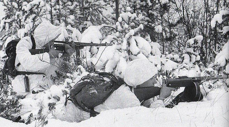 Финские снайперы на огневой позиции.