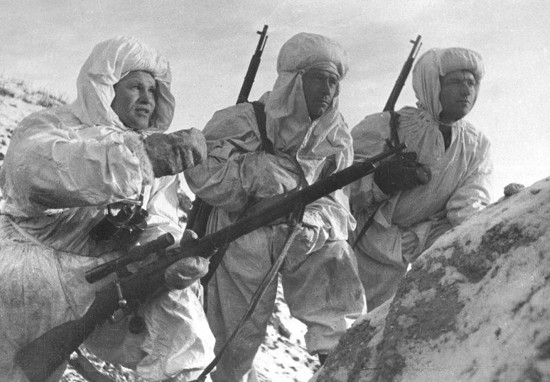 Снайпер В. Г. Зайцев с новобранцами. Сталинград. 1942 г.