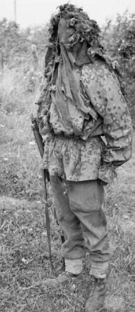 Штатная маскировочная куртка со снайперским капюшоном.