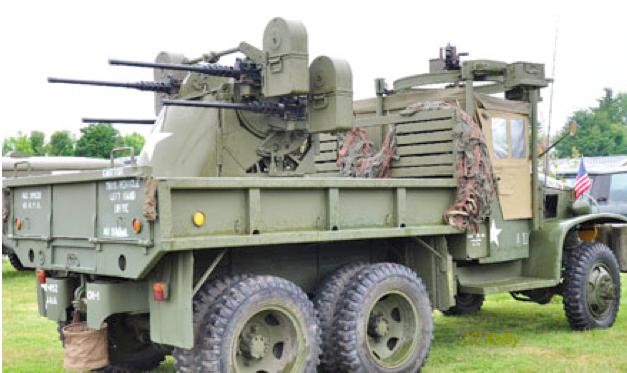 Грузовик GMC CCKW-353 с зенитной установкой