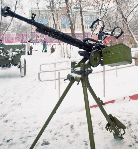 Cтанковый пулемет ДШК-38 на зенитной треноге