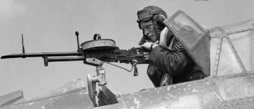 Авиационный пулемет Vickers Class K (VGO) на турели бомбардировщика Fairey Battle