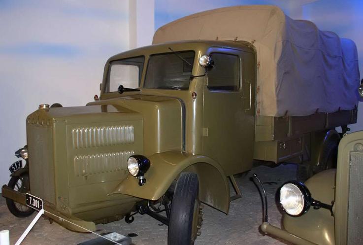 Бортовой грузовик Tatra 27-В