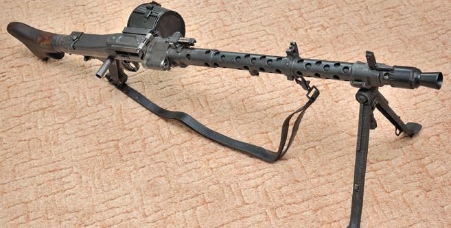 Ручной пулемет MG-34 с 50-патронной лентой в барабане