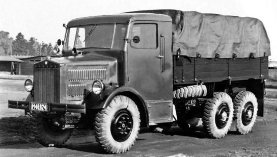 Бортовой грузовик Tatra-85