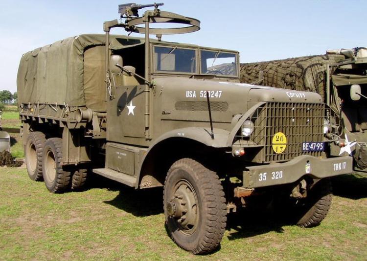 Бортовой грузовик Corbitt 50-SD6 с тентом и пулеметной турелью