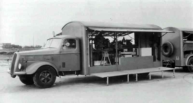 Фургон ремонтной мастерской ВВС на базе Alfa Romeo 500-DR