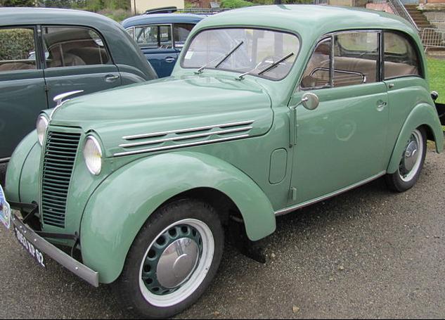 2-дверный седан Renault Juvaquatre