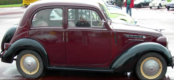 4-дверный седан Renault Juvaquatre