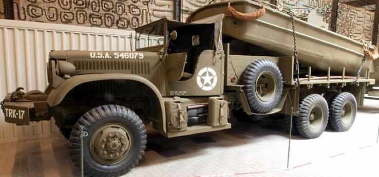 Автомобиль Diamond T-975